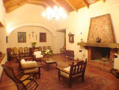 Image gallery interiores de casas mexicanas for Casas coloniales interiores