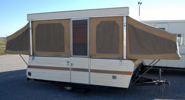 Starcraft Popup Camper Circa 1970 S It Looks Close To What We Had Growing Up The Parents Slept On The Right S Pop Up Tent Trailer Pop Up Camper Rv For Sale