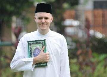 ABG Belanda : Mukjizat Al-Quran Mengantarkannya pada Islam | wisbenbae