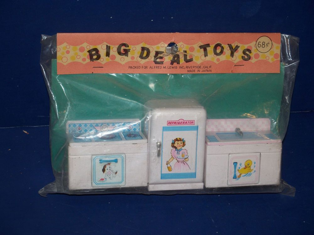 "VINTAGE BIG DEAL TOYS TIN LITHO DOLLHOUSE KITCHEN SINK, STOVE, 3"" REFRIG. JAPAN #BigDealToys"