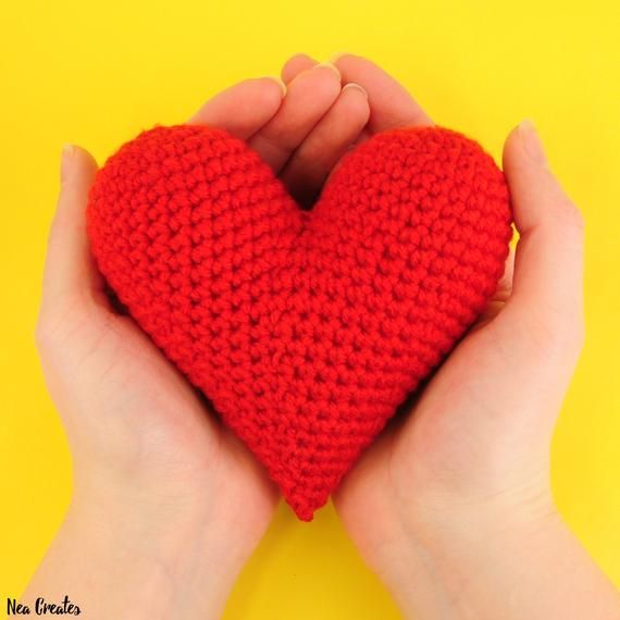 Perfect Crochet Heart: Free Amigurumi Pattern - Nea Creates | 570x570