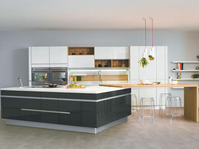 Cuisine #design arrondie noire et blanche Giro de Schmidt - plan de travail cuisine rouge