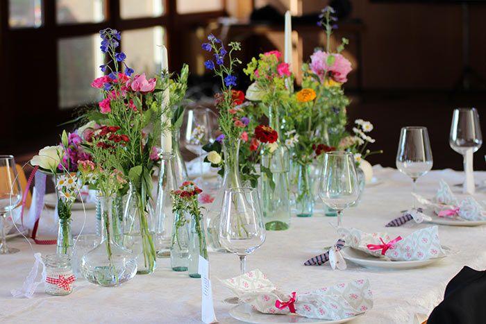 Photo of Tischdeko mit Wiesenblumen | Schöne Inspirationen in unserer Bildergalerie