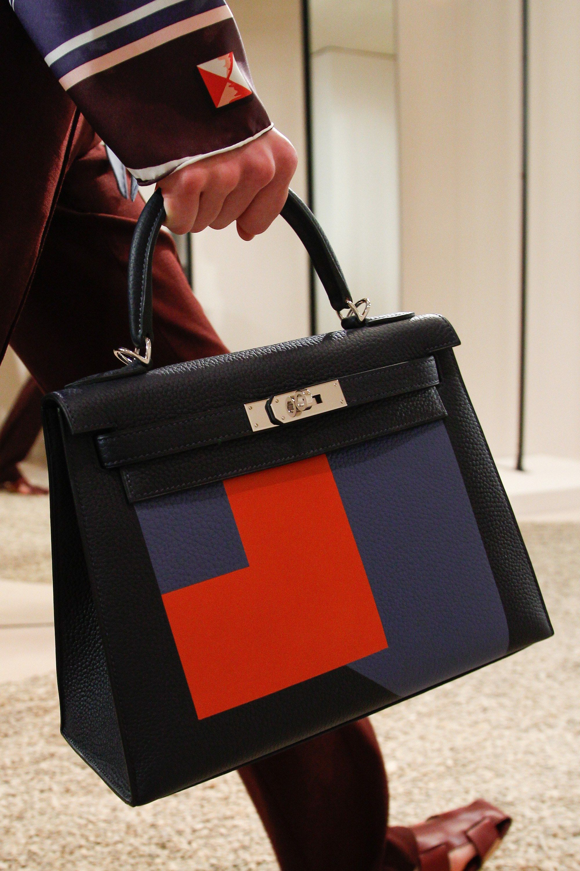 a26a8df7e16 See detail photos for Hermès Resort 2018 collection.