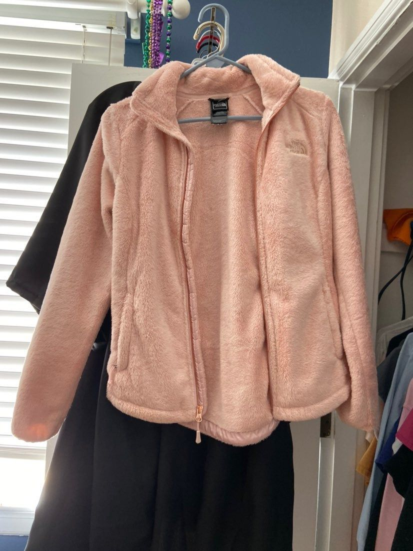 The North Face Osito Jacket Purdy Pink And Rose Gold Never Worn Perfect New Condition Women S Xs North Face Osito North Face Fleece Jacket The North Face [ 1102 x 826 Pixel ]
