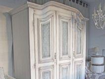 kleiderschrank shabby chic polka dots style shabby chic. Black Bedroom Furniture Sets. Home Design Ideas