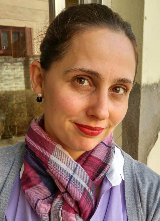 Blog Femina - Modéstia e Elegância: Cigarrete da Damyller e over the knee cinza