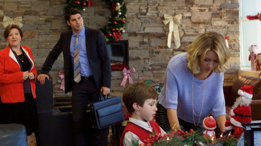 Lifetime S A Gift Wrapped Christmas Gets These 5 Things About Christmas Shopping So Right Christmas Movies Cheesy Christmas Movies Christmas Movies List