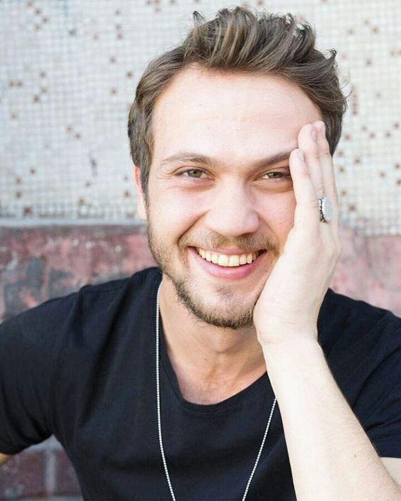 تعرف على الممثل التركي آراس بولوت اينملي Aras Bulut Iynemli Unlu Kisiler Aktor Bulutlar