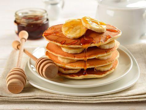 tortitas de plátano   INGREDIENTES (receta para dos porciones):  – 1 plátano grande maduro.  – 1 huevo. Si quieres prescindir del huevo puedes usar cualquier sustitutivo. Yo os recomiendo No Egg.  – 1 cucharada de canela en polvo.