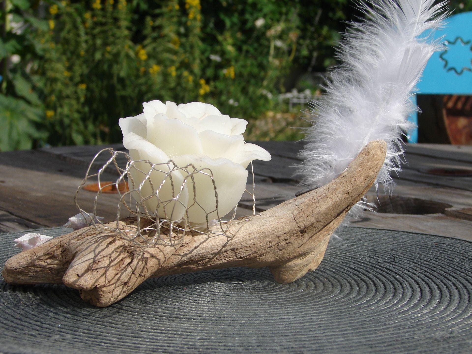 bougeoir en bois flott avec bougie d coratrice en forme de fleur accessoires de maison par. Black Bedroom Furniture Sets. Home Design Ideas