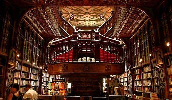 Au Portugal, les livres ont la belle vie  Librairie Lello à Porto