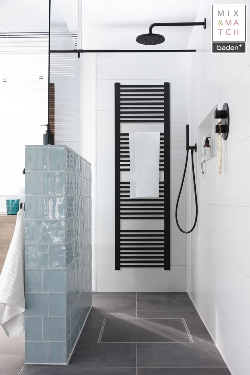 Deze radiator heeft een prominente plek in de badkamer en hangt ...