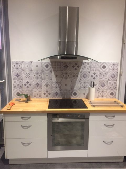 cr dence en aluminium vernis imitation carreaux de ciment fabrication sur mesure cr dence. Black Bedroom Furniture Sets. Home Design Ideas