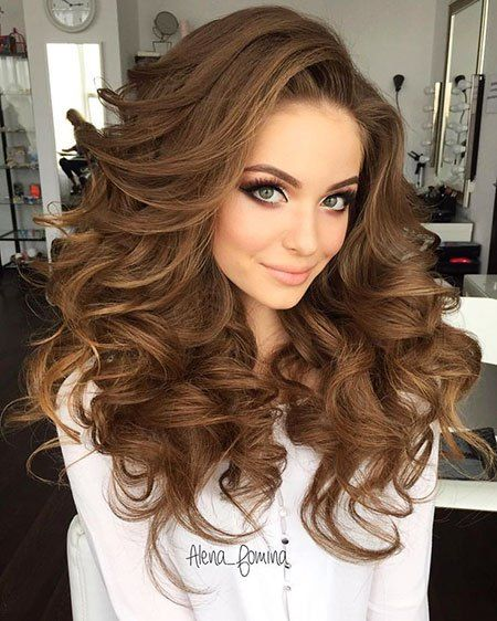 12 Big Curly Long Hairstyles 12 Wedding Hairstyle Weddinghairstyle Bridalhair Bridalhairstyles Curlyhair Longhai Long Hair Styles Hair Styles Hair