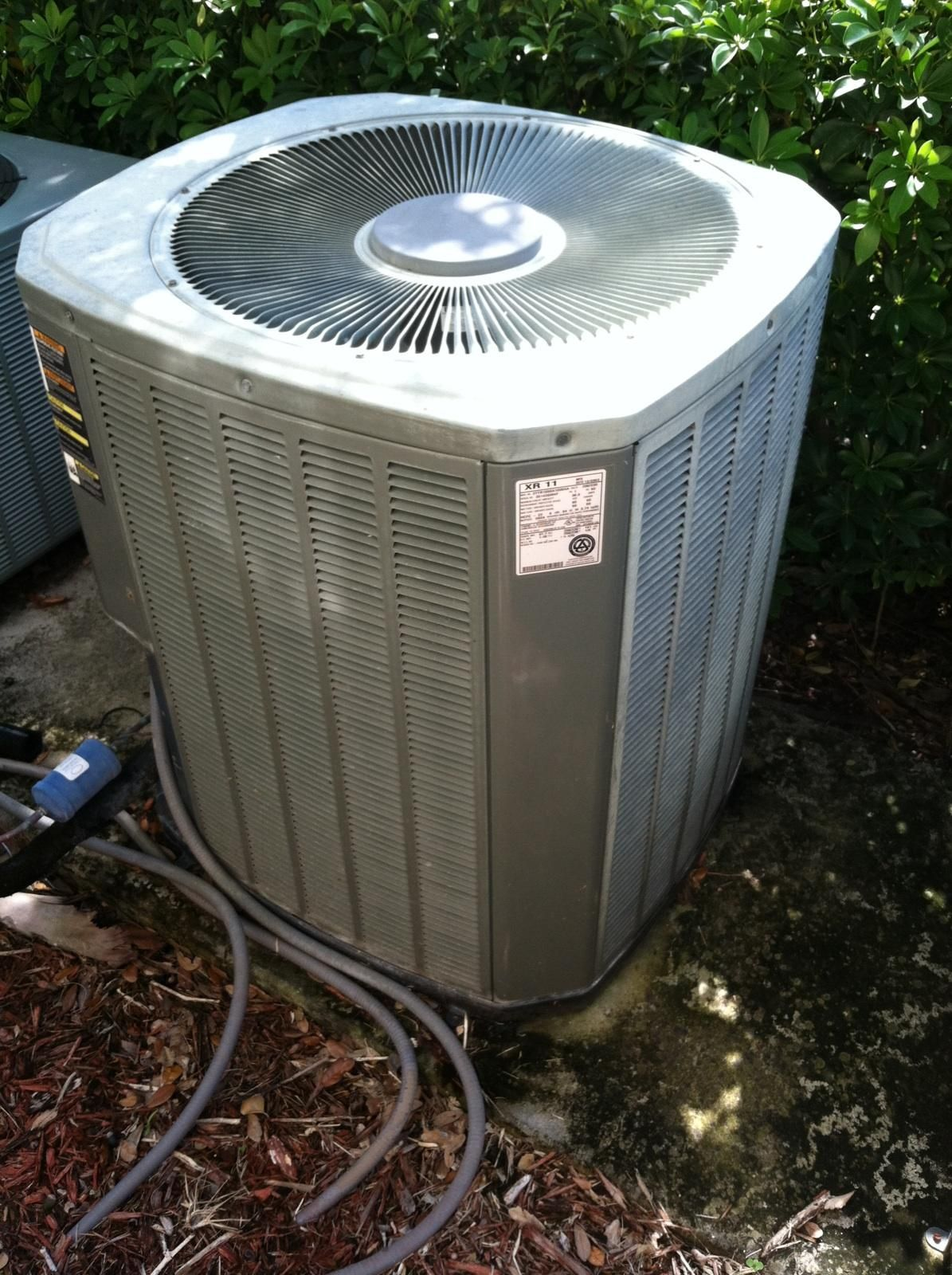 A Before Picture Of The Old Condenser Located At Villagio In Estero Certified Heating And Air Conditioner Replacement Lehigh Acres Air Conditioning Companies