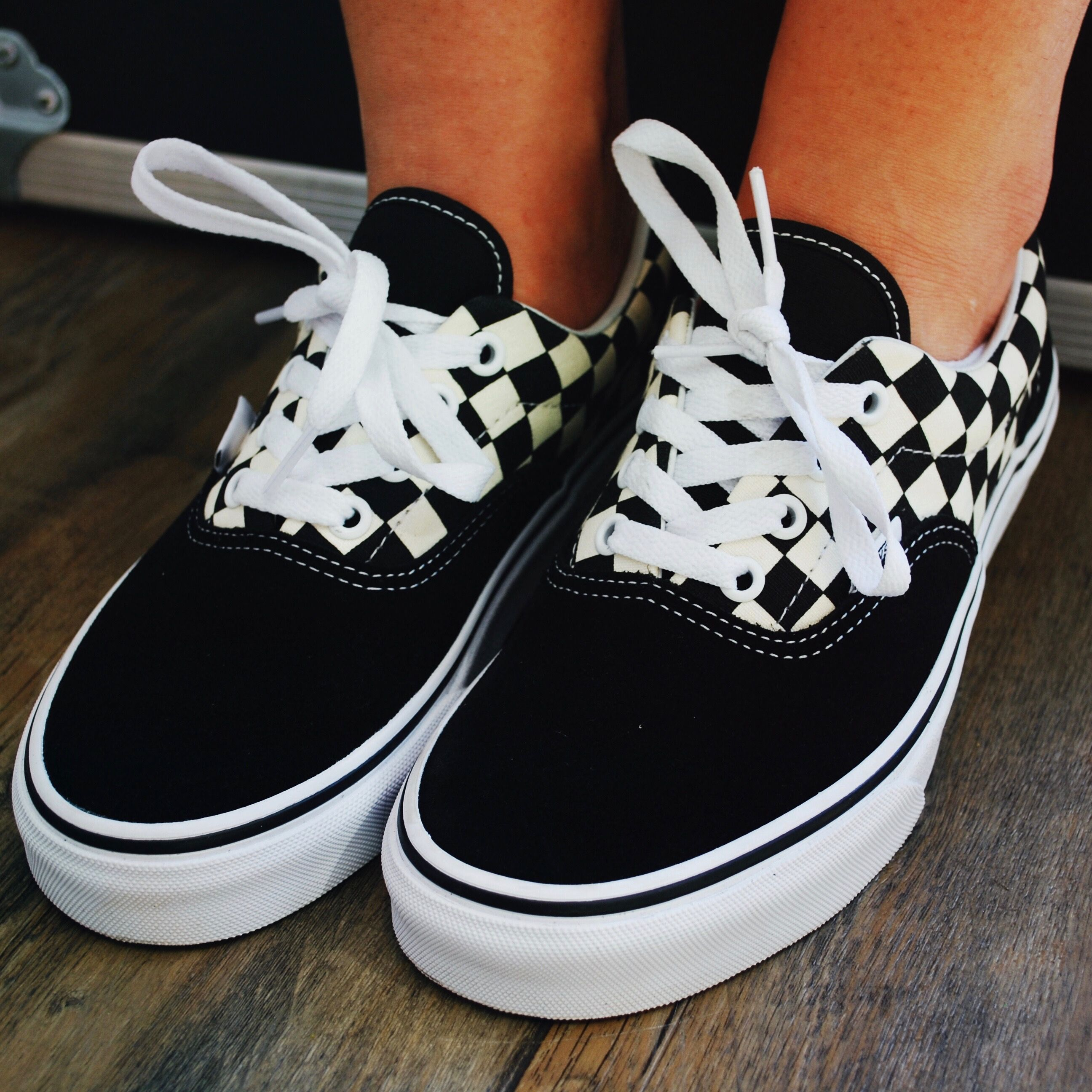 29ed1770d53a The Vans Era that you know and love with a few more aesthetic details. The