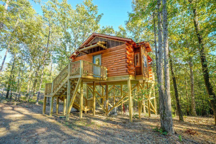 Whispering Pines Log Cabin On Stilts In 2020 Cabin Tiny