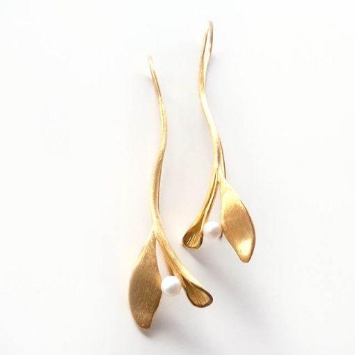 Casper Schiffers,   Brincos de prata, banhado a ouro com pérola.      Brincos de prata, banhado a ouro com pérola.