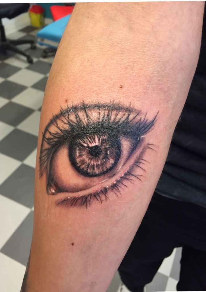 eye realistic tattoo ga realistiskt tatuering tattoo pinterest tattoo left arm tattoos. Black Bedroom Furniture Sets. Home Design Ideas