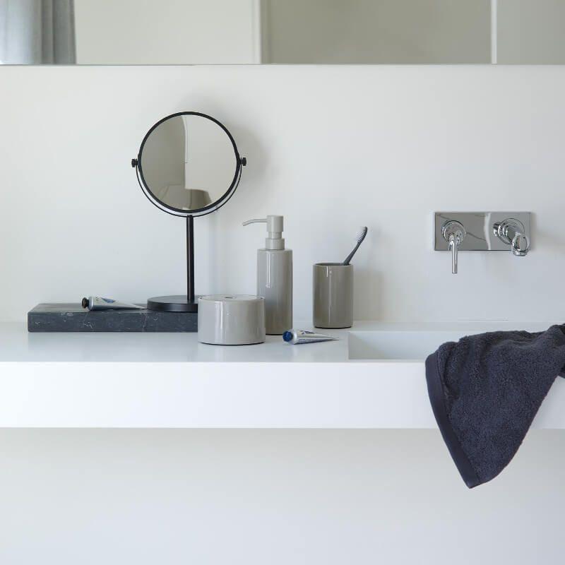 Kosmetikspiegel In Moderner Matt Lackierung Kosmetikspiegel