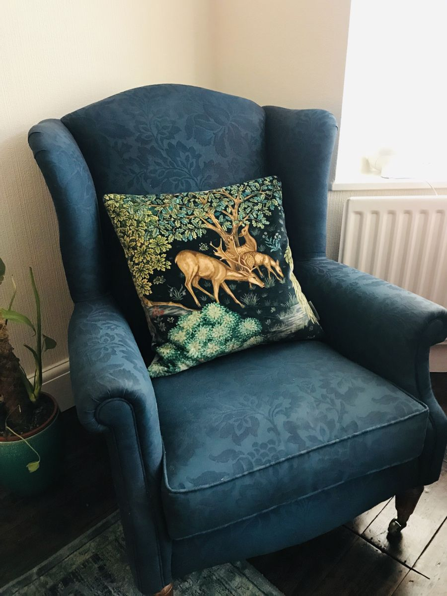 How To Dye A Fabric Chair Or Sofa Fabric Chairs Diy Upholstered Couch Chair Fabric