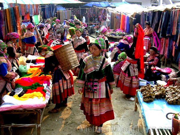 bac ha market sapa vietnam vietnam trekking trek on. Black Bedroom Furniture Sets. Home Design Ideas