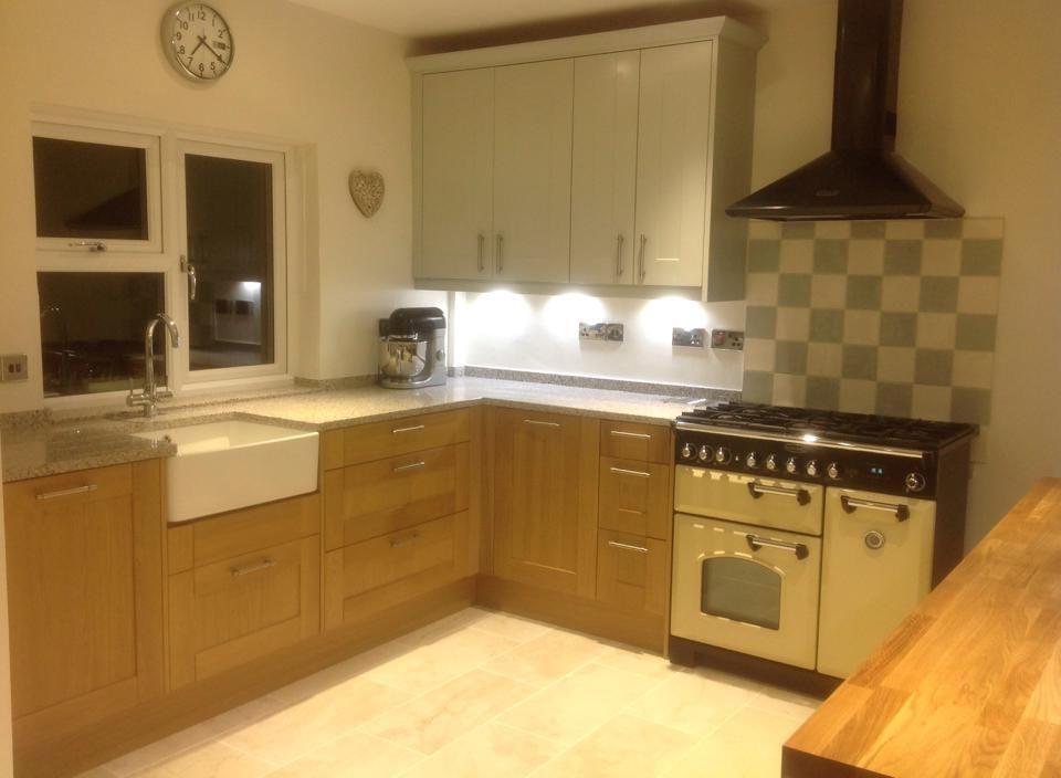 Wren Living: Linda Barker Shaker Kitchen in Light Oak and Sea Foam ...