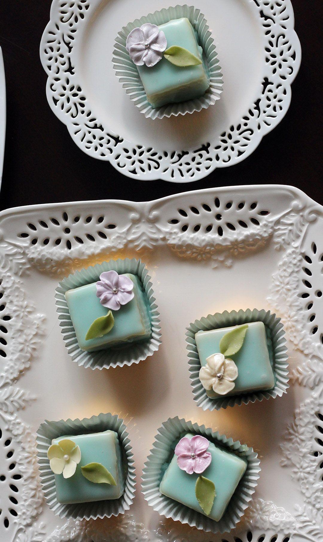 Bourbon Vanilla petit cakes