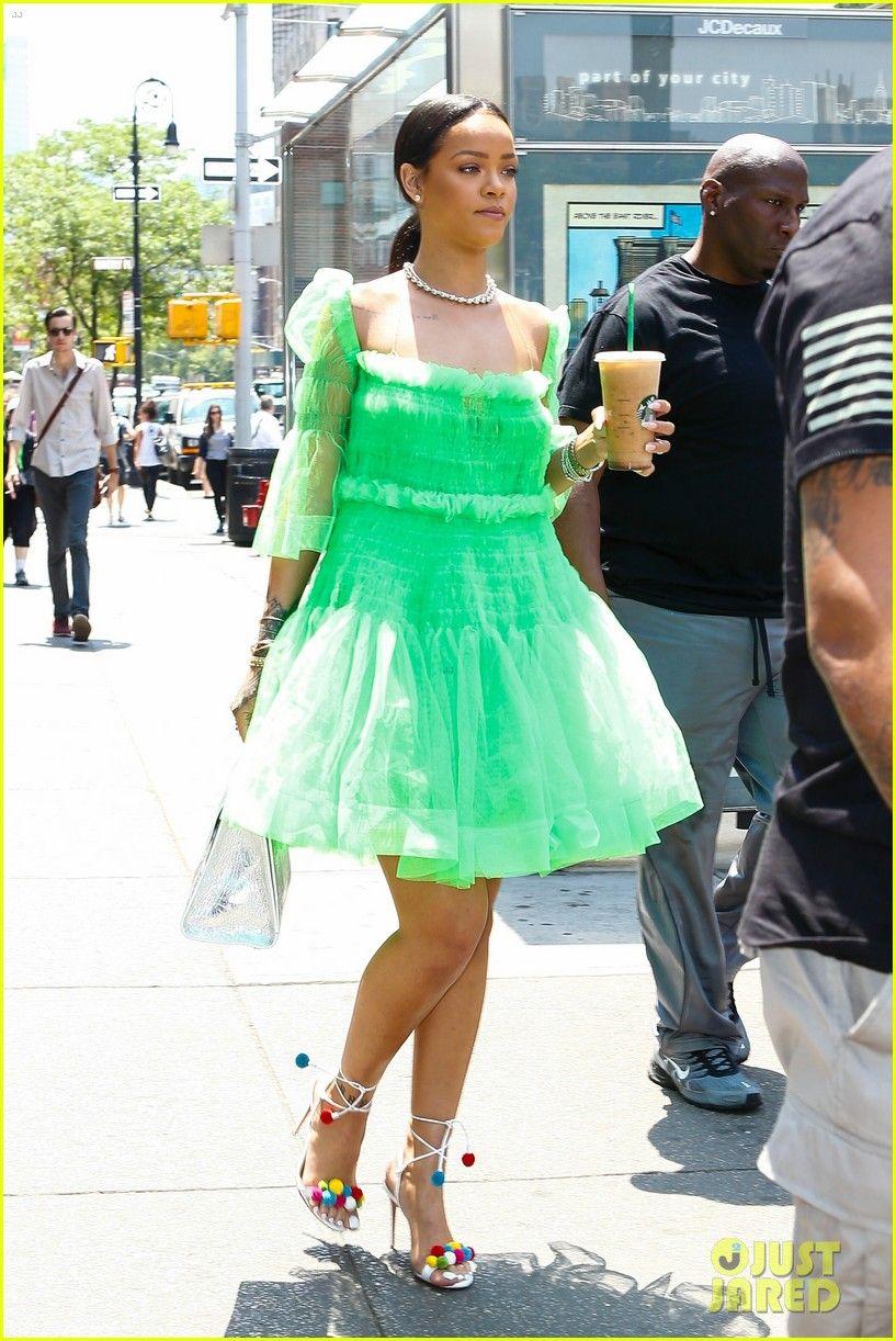 Rihanna Wears Green Tutu Dress Rainbow Pom Pom Shoes Rihanna Wears Green Tutu Dress Rainbow Pom Pom Shoes 07 Rihanna Outfits Rihanna Dress Rihanna Style [ 1222 x 817 Pixel ]