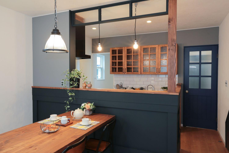 自然素材の家 カフェ風キッチン シックなコーディネート リビング キッチン キッチンデザイン 現代的なキッチン
