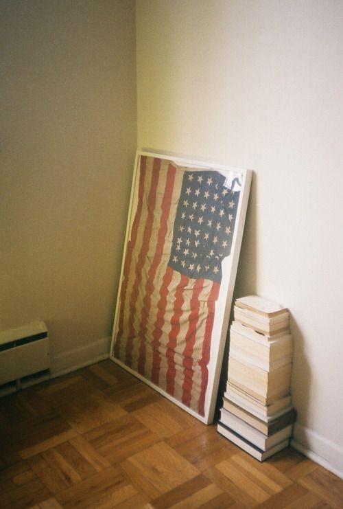 I Have And Old Flag And Not Sure What To Do With It I Love The Frame Idea Also Could Be Used For The Old Newspapers Diy Decor Old American Flag