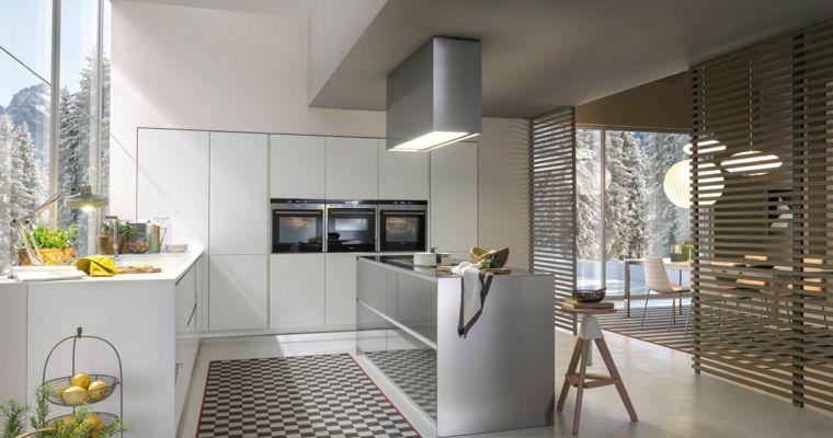 bellissima cucina moderna con mobili a parete bianchi e isola con ...