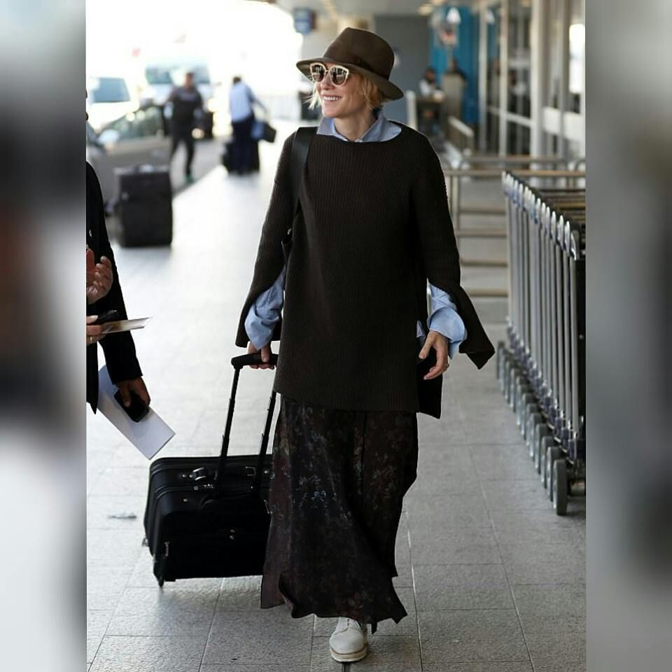 I like the hat🙂 #cateblanchett #sydneyairport #australia #allsmiles #flyingwithclass #newpics #queenshonor #queenbirthday