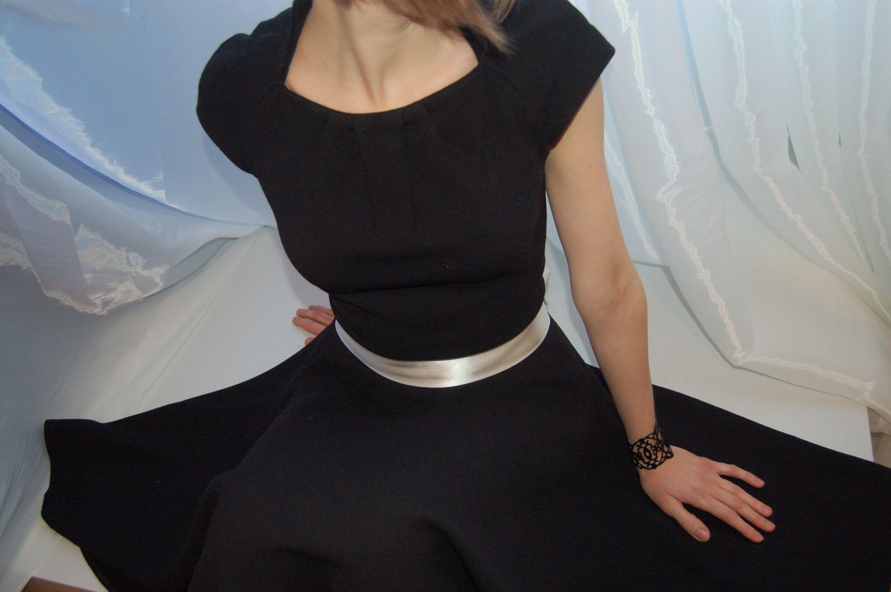 Платье прилегающего силуэта отрезное