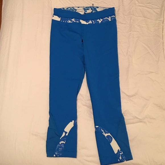 Blue and white lace print in blue crop pants. Size 6 Lululemon blue crop pants lululemon athletica Pants Track Pants & Joggers