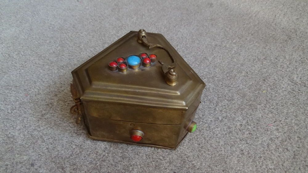 VINTAGE BRASS ARTS AND CRAFTS / ART NOUVEAU STYLE TRIANGLE BOX