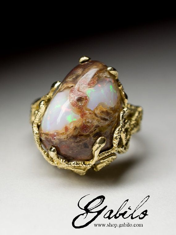 Big Gorgeous 14K yellow gold ring with natural opal origin mining