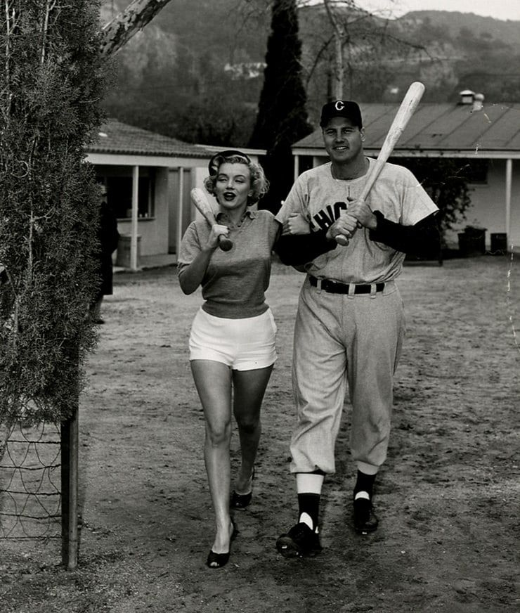 Marilyn Monroe With A Baseball Player Who Is Not Joe Dimaggio Joe Dimaggio Marilyn Monroe Marilyn Marilyn Monroe