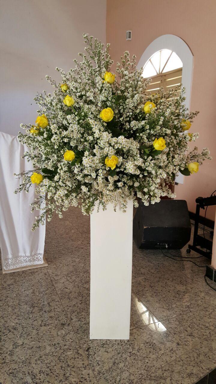 Arranjo Igreja Altar Rosas Amarelas E Sorriso De Maria Lindos