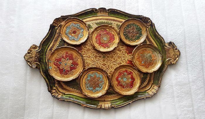 Venetiaans Dienblad en zeven houten onderzetters, allen handbeschilderd