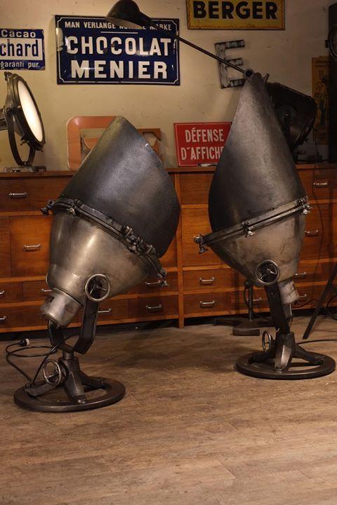 2 projecteurs geant ancien plus d 39 info sur projecteur usine. Black Bedroom Furniture Sets. Home Design Ideas