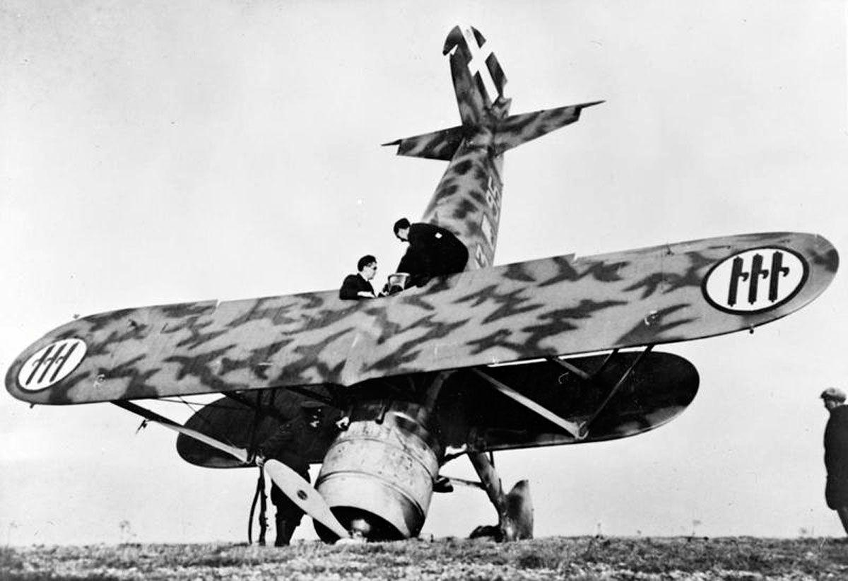 Risultato immagini per desert air war 1940 crash landing