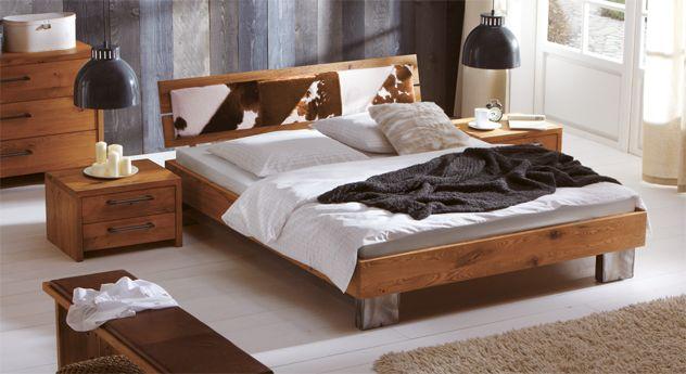 Wildeiche, Kuhfell und vom schweißen verfärbter Stahl für mich - schlafzimmer eiche massiv