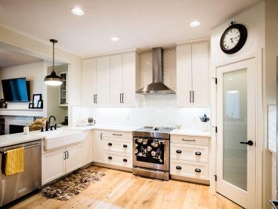 Luxury duplex with open concept main floor. U-shaped ...