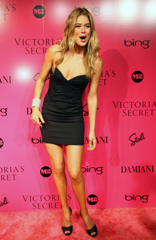 Black dress victoria secret - Doutzen Kroes Victoria S Secret Fashion Show 2009 Afterparty 2013 Vs Fashion Show Afterparty Pinterest Doutzen Kroes And Fashion