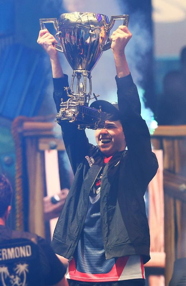 Fortnite World Cup Kyle Giersdorf Known Online As Bugha Wins Fortnite World Cup 2019 Fortniteworldcup In 2020 World Cup Fortnite Online Comic Books
