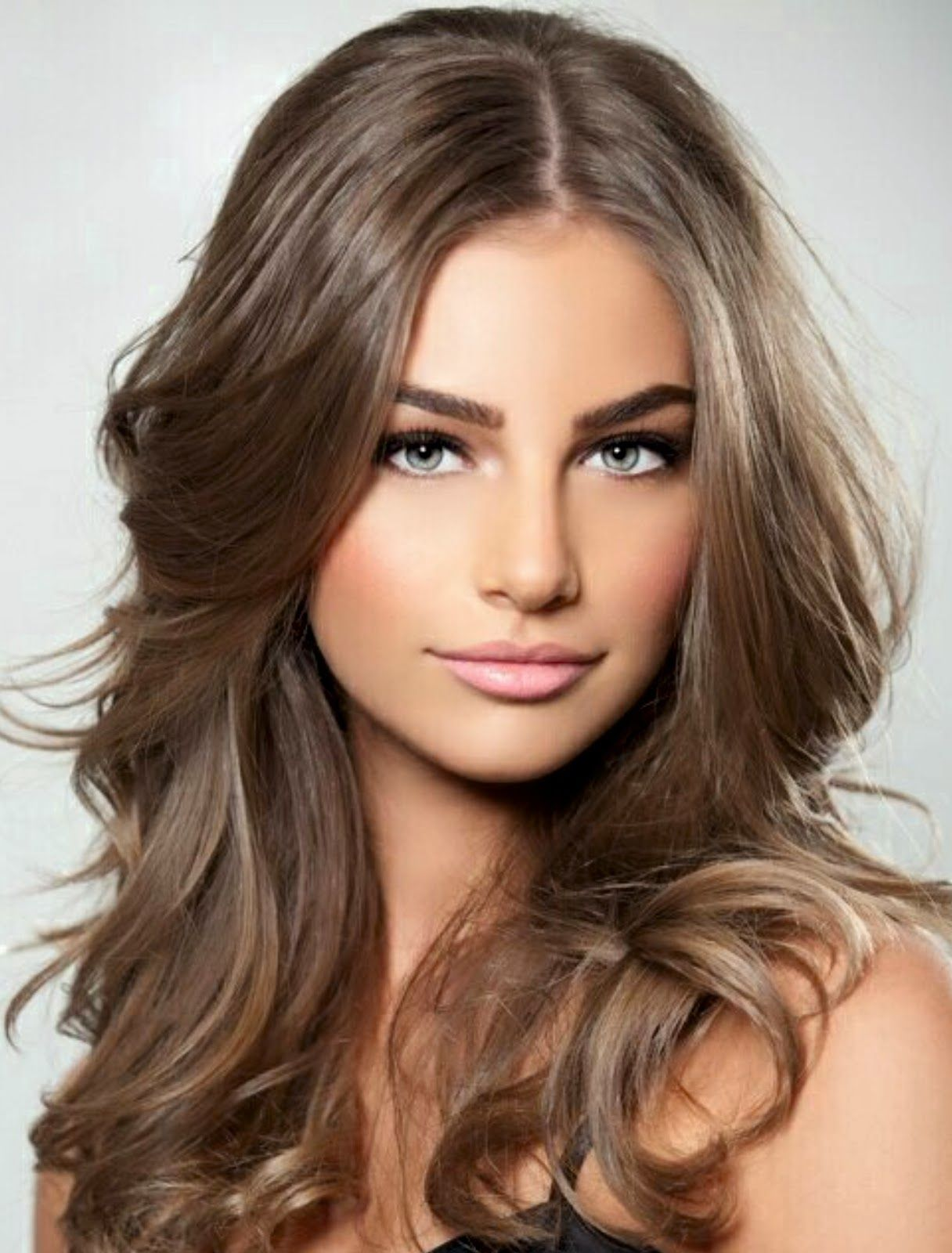 Dark Ashblonde All About The Eyes Langes Stufiges Haar Haar