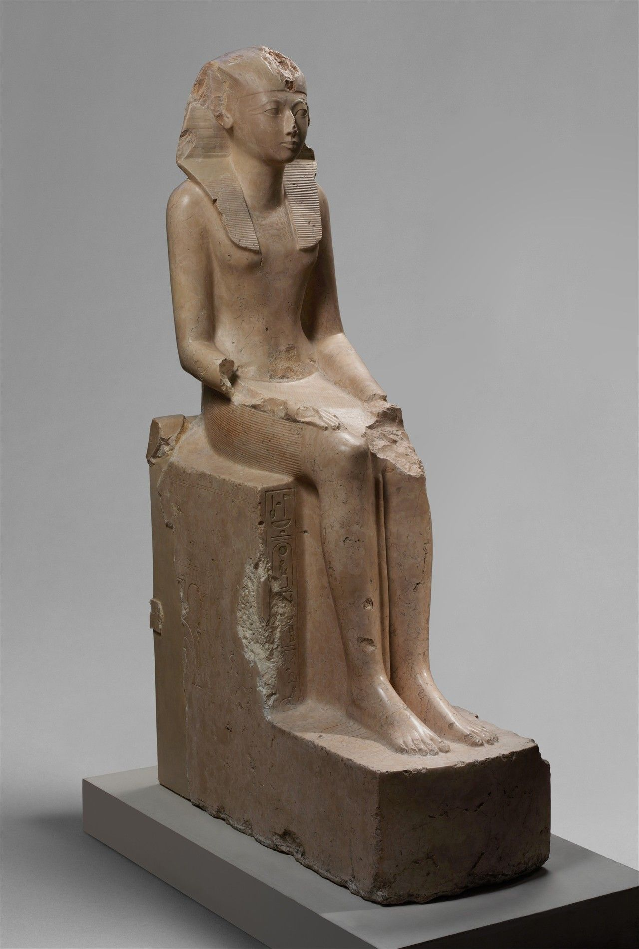 seated statue of hatshepsut Ancient egyptian portraiture 18th dynasty, from the beginning of the dynasty until the reign of akhenaten hatshepsut seated statue red granite height: 167 cm.