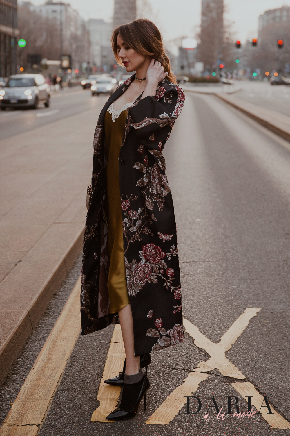 Discover the most trendy outfit this season: Japanese-style trench, cocktail silk dress, decollete shoes and cross-body Chanel bag. You'll love our fusion style. #trendyoutfits #silkcocktaildress #chanelbagoutfit #fusionstyle #japanesestyletrench #decolleteshoes #fasioninspiration
